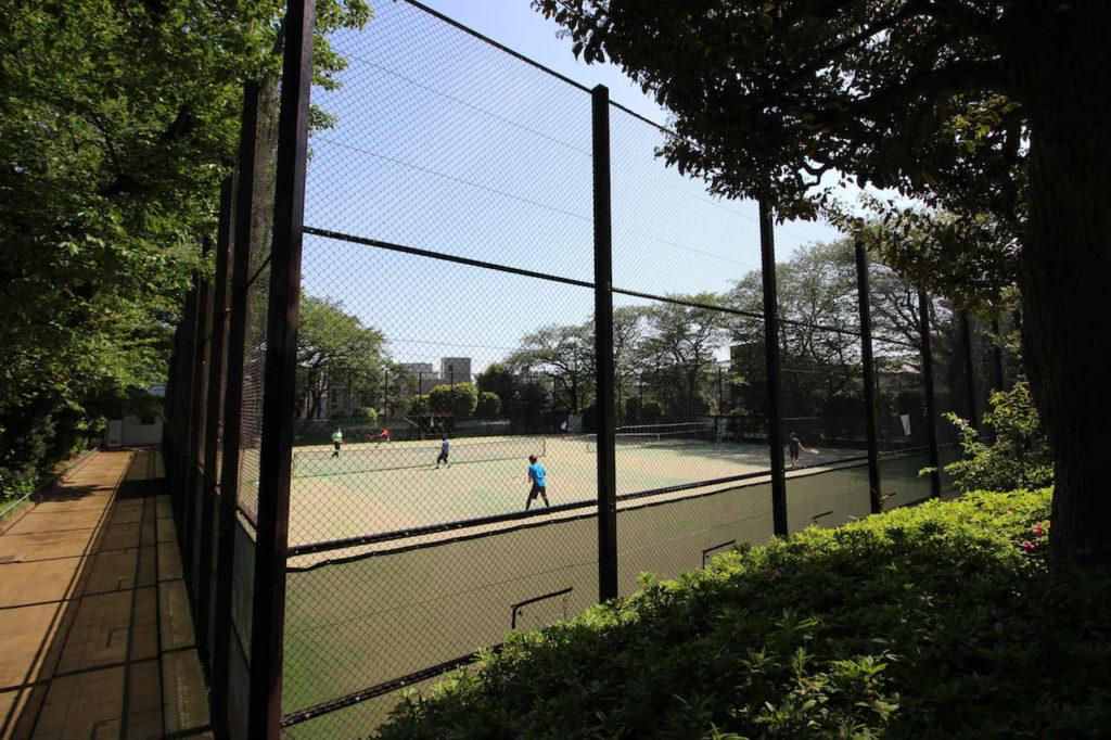 宮前公園から見たテニスコート