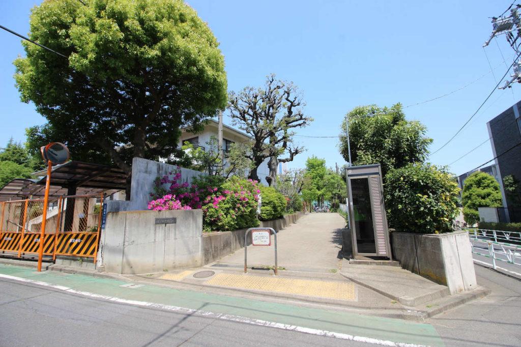 渋谷区の代々木西原公園入り口