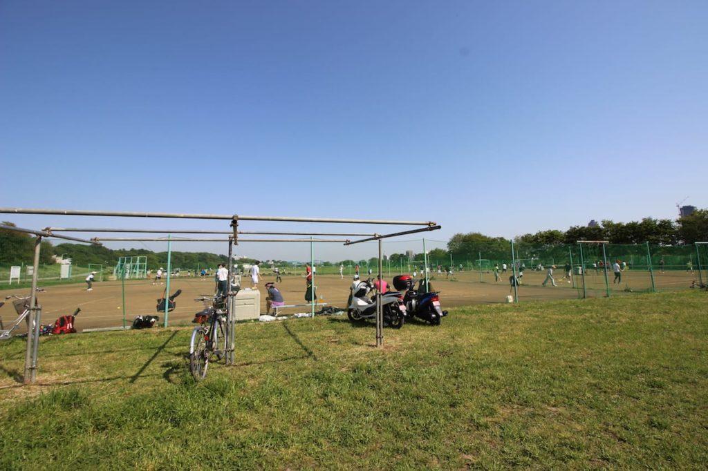多摩川緑地 テニスコート駐輪場