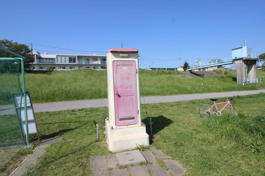 多摩川緑地 テニスコート仮設トイレ