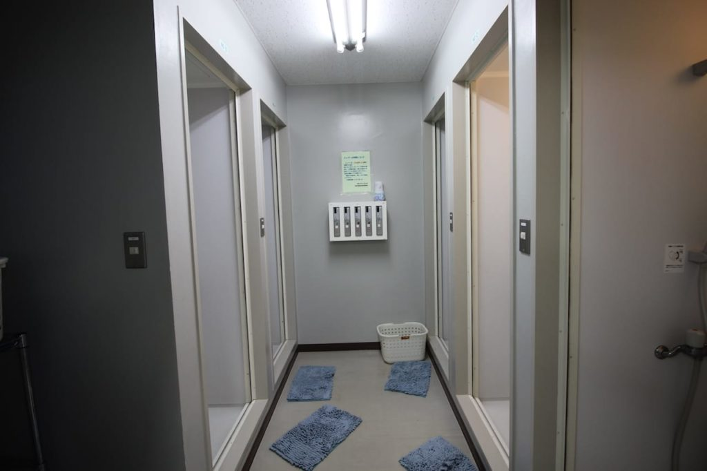 多摩川緑地 シャワー室