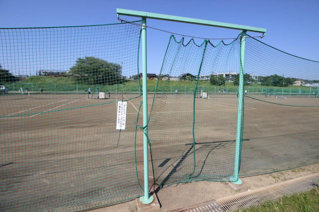 多摩川緑地 テニスコート入り口